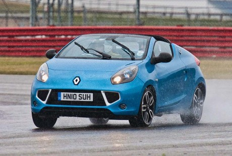 renault wind in the rain around silverstone circuit