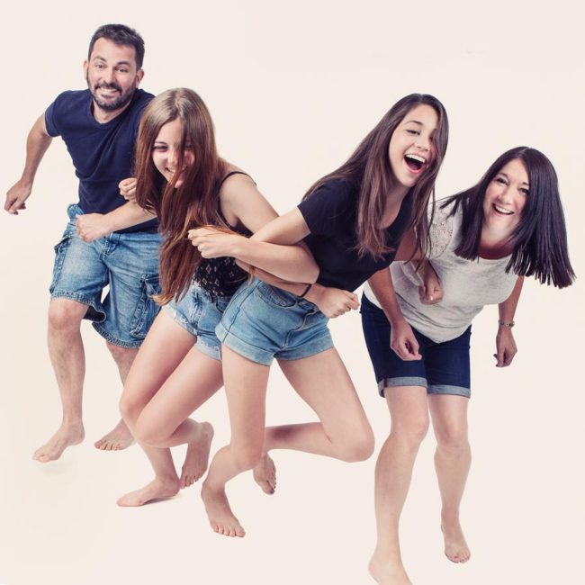 Fun-filled-family-portrait photo shoot